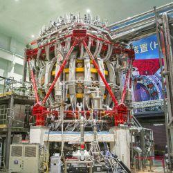 El poderoso reactor funciona como una cámara de vacío en forma de anillo.