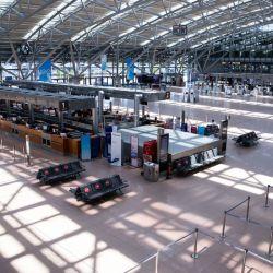 Las instalaciones del aeropuerto de Hamburgo, prácticamente sin pasajeros. Las aerolíneas sufrieron un golpe nunca visto debido a la pandemia de coronavirus. Foto: Christian Charisius/dpa