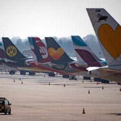 Aviones de Lufthansa, Germanwings y Eurowings estacionados en el aeropuerto de Düsseldorf, Alemania. Las aerolíneas sufrieron un golpe nunca visto debido a la pandemia de coronavirus. Foto: Federico Gambarini/dpa