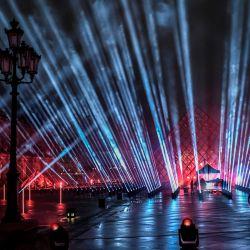 La imagen muestra una vista general del escenario preparado para el concierto benéfico de Nochevieja de 2021 del DJ francés David Guetta  | Foto:STEPHANE DE SAKUTIN / AFP