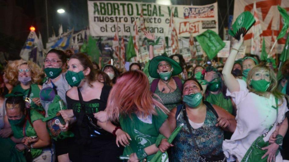 Festejos frente al Congreso tras la aprobación del aborto en el Senado