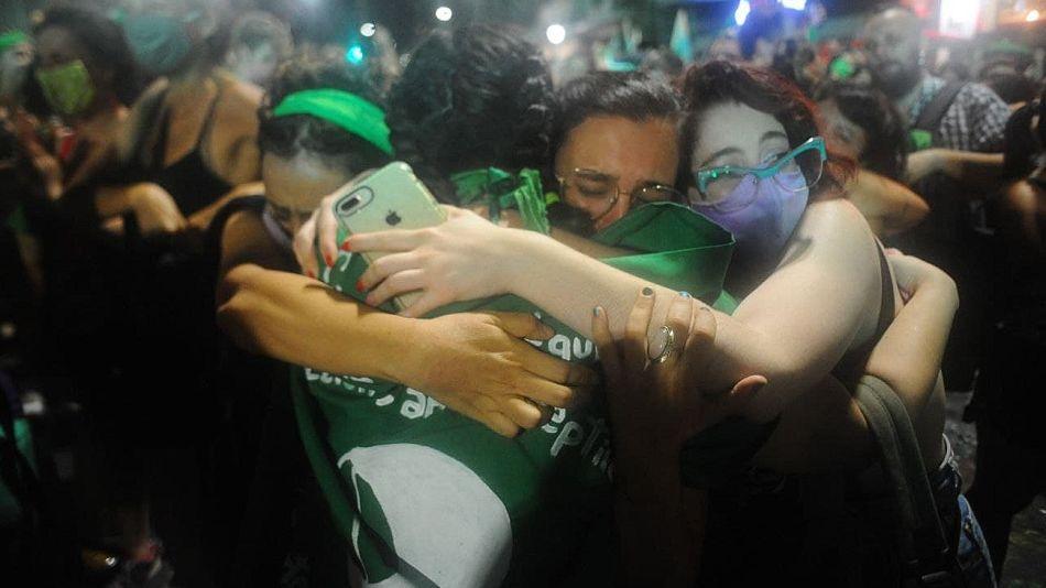 Festejos verdes frente al Congreso tras la aprobación del aborto en el Senado