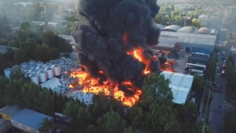 incendio fabrica plasticos general pacheco g_20210102