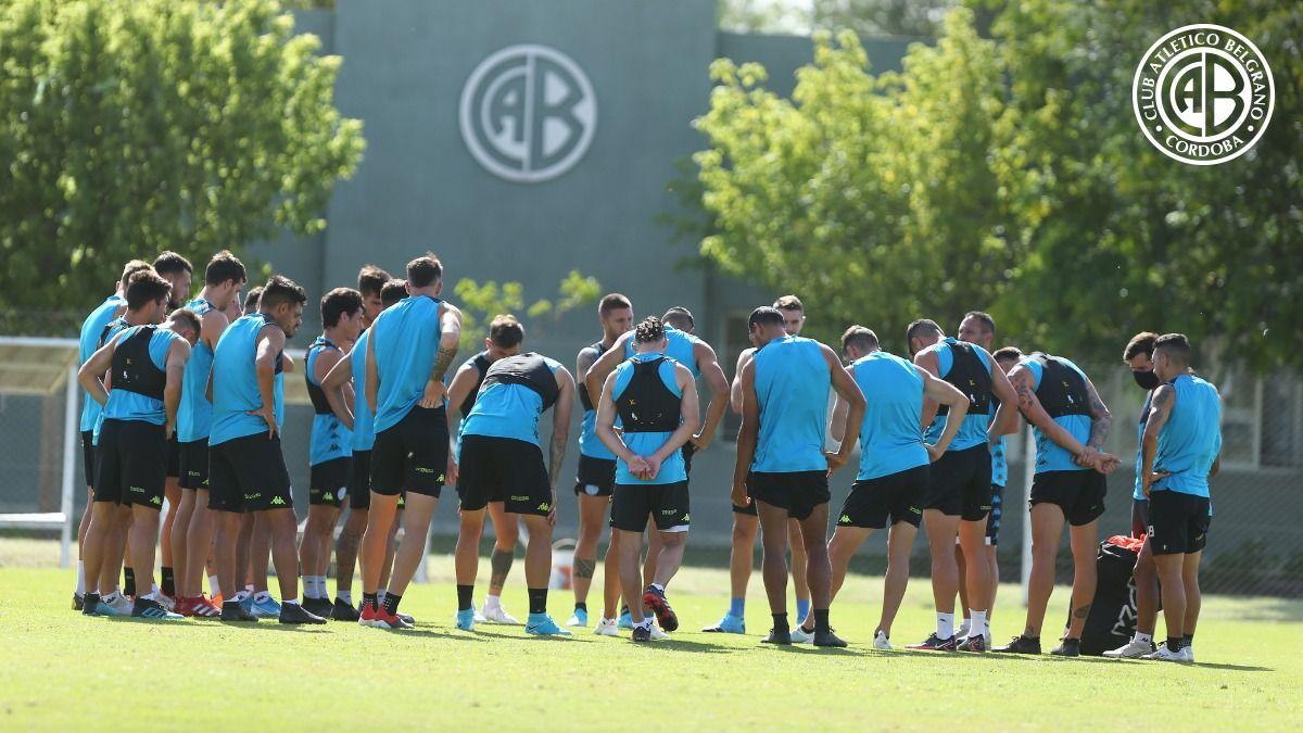APOYO EN LA CANTERA. Varios futbolistas surgidos en Villa Esquiú son piezas que valoraba el ahora ex DT Caruso Lombardi.