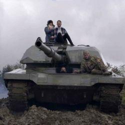 El elegido podrá manejar un tanque Chieftain, que haciendo uso de sus 56 toneladas de peso aplastará diferentes autos que estaban destinados al desguace.