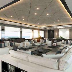 Posee tres cubiertas, con una capacidad para albergar cómodamente a unos 14 huéspedes.