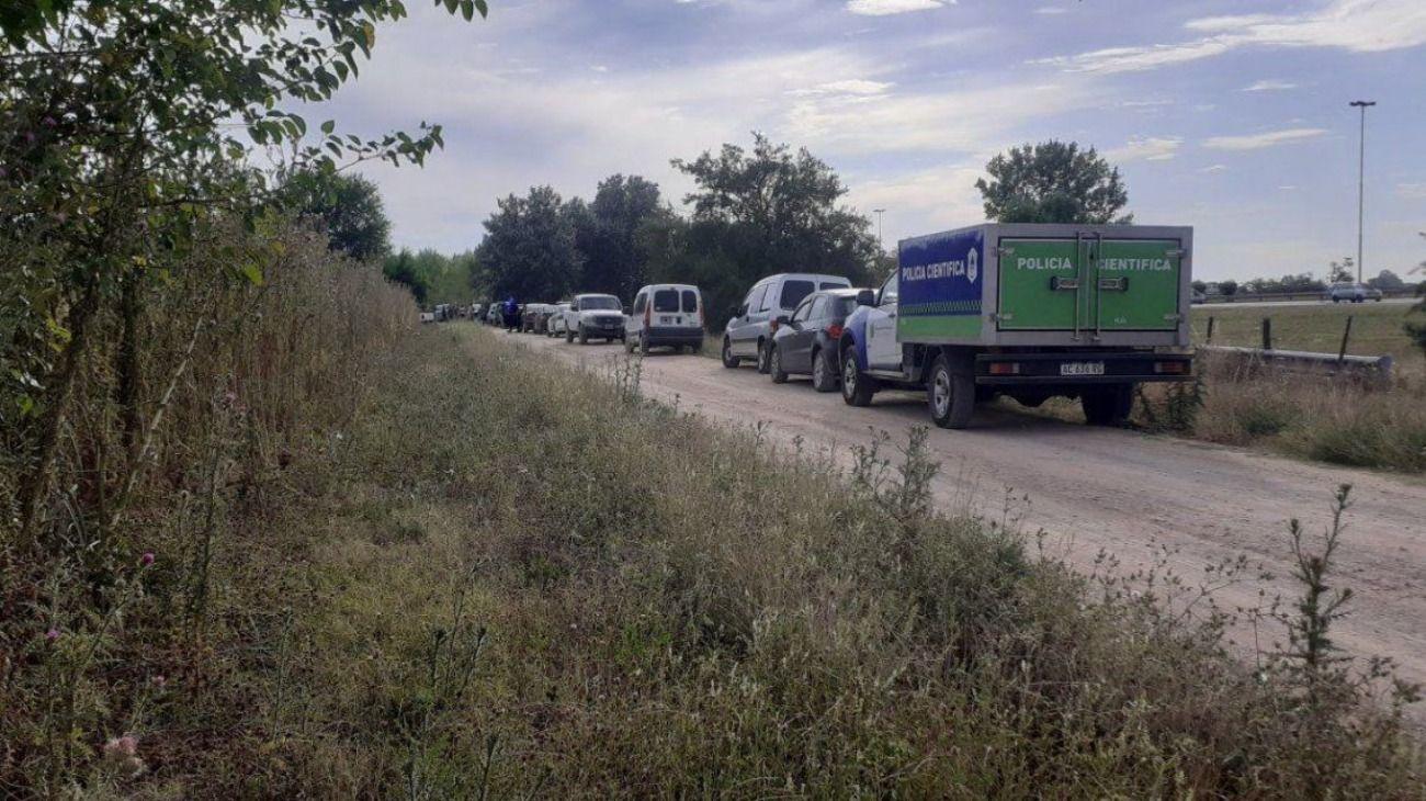 Misterio por la aparición de dos cadáveres al costado de la autopista Ezeiza-Cañuelas.