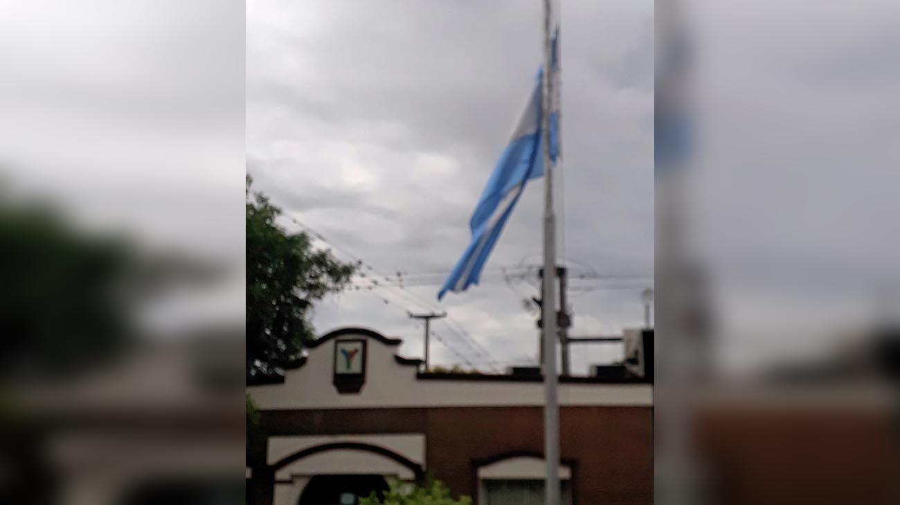 La bandera a media asta por la ley del aborto en Tucumán