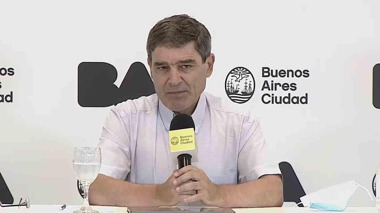 """Fernán Quirós adelantó que si continúa esta tendencia """"habrá que tomar medidas para contener la contagiosidad"""""""