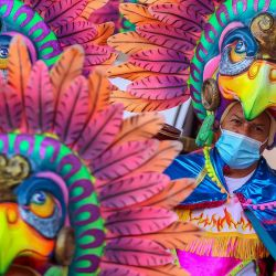 Artistas actúan durante el Carnaval de Negros y Blancos en Pasto, Colombia. - Se realizan carnavales sin público como medida preventiva contra la pandemia del coronavirus COVID-19. | Foto:Daniel Rivera / AFP