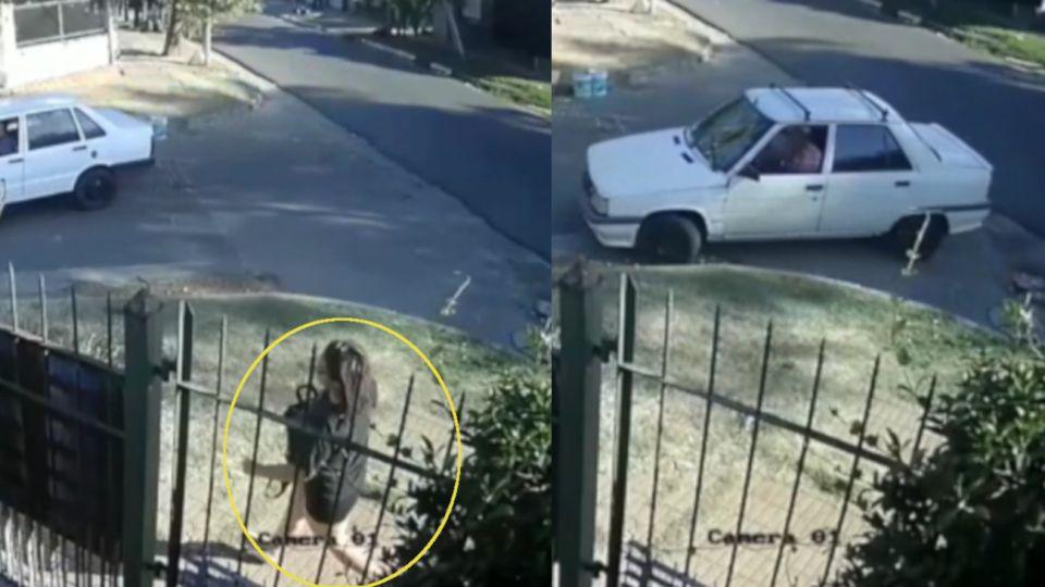 La mujer corre desesperada y el auto de los albañiles retrocede y comienza a seguirla.