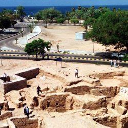 Los investigadores también encontraron más de 10,000 piezas de cerámica y vasijas de cocina.