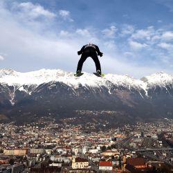 Austria, Innsbruck: el alemán Severin Freund en acción durante la ronda de prueba de clasificación del evento masculino de montaña grande en el Torneo de las Cuatro Colinas, celebrado como parte de la Copa del Mundo de Salto de Esquí de la FIS en Innsbruck. | Foto:Daniel Karmann / DPA