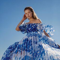 Vestido amplio con falda plisada (Fernando Alberto Atelier).