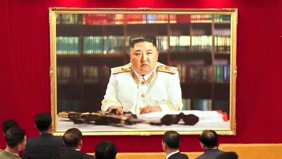 Kim Jong Un con traje Blanco 20210107