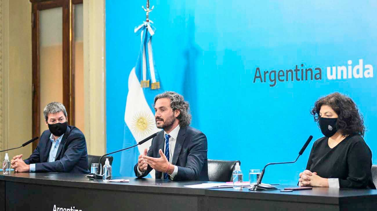 Oficial. El jefe de Gabinete, Santiago Cafiero, fue el encargado de explicar las nuevas limitaciones. Estuvo acompañado de Carla Vizzotti y Matías Lammens, para mostrar que no habrá restricciones al turismo.