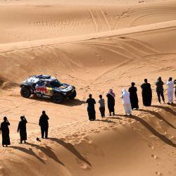 El piloto de Mini Stephane Peterhansel y su copiloto Edouard Boulanger de Francia compiten durante la sexta etapa del Rally Dakar 2021 entre Buraydah y Hail, en Arabia Saudita.   Foto:Franck Fife / AFP