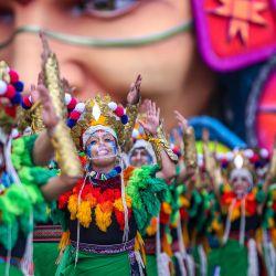 Artistas actúan durante el Carnaval de Negros y Blancos en Pasto, Colombia. - Se realizan carnavales sin público como medida preventiva contra la propagación de la pandemia del coronavirus COVID-19.   Foto:Daniel Rivera / AFP
