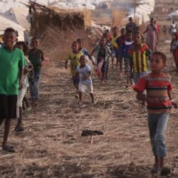 La fotografía muestra a refugiados etíopes en el campo de refugiados de Um Raquba en Gedaref, en el este de Sudán.   Foto:Ashraf Shazly / AFP