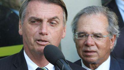 """El presidente y Guedes, un """"superministro"""" con pocos poderes de acción."""