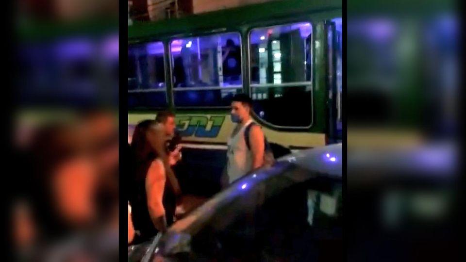 Murió un ladrón y un policía fue herido en un tiroteo en un colectivo que circulaba por San Francisco Solano