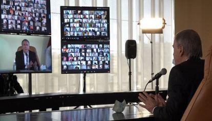 EN ZOOM. Sin las recorridas de otros años, Schiaretti tuvo un 2020 de contacto virtual con los intendentes.
