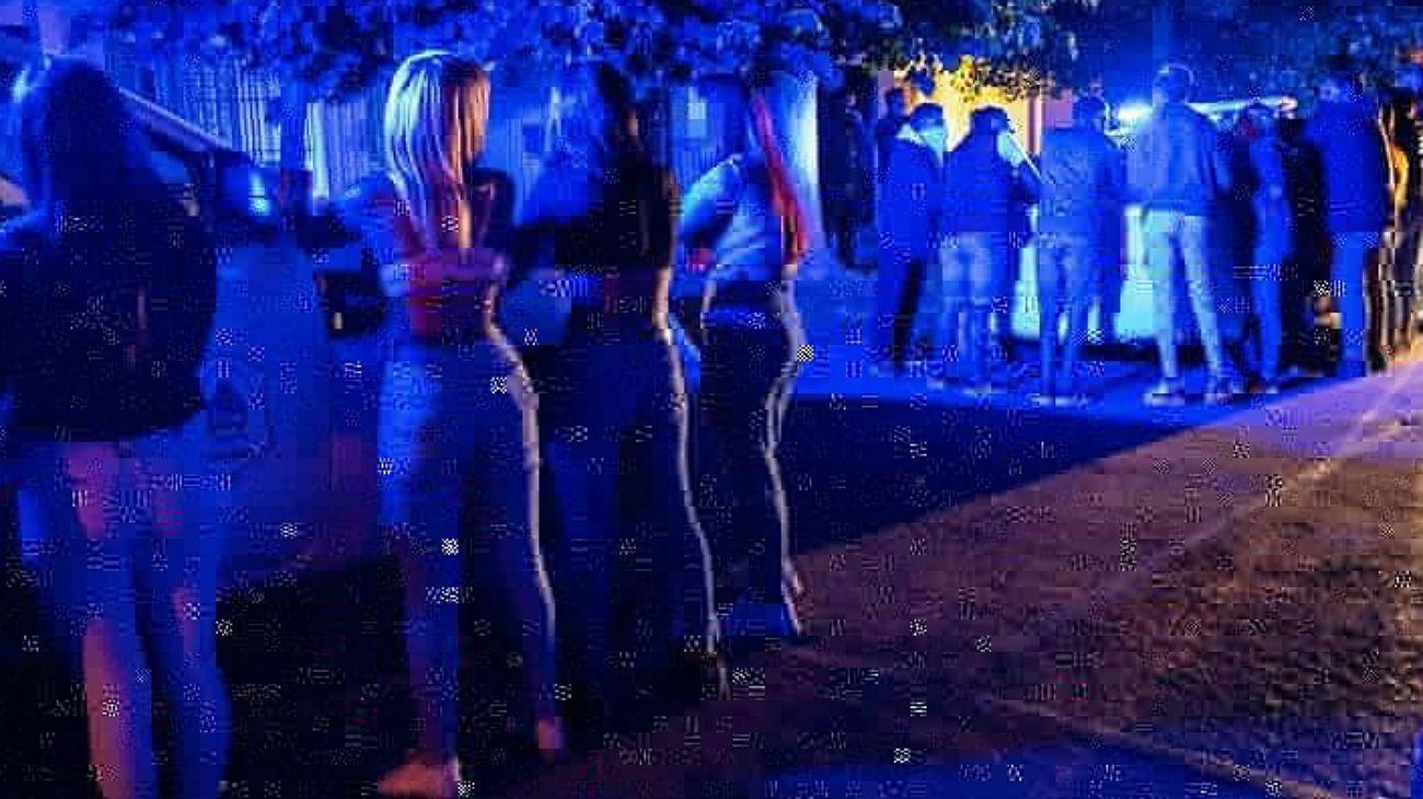 La policía desbarató 19 fiestas clandestinas en Mar del Plata.