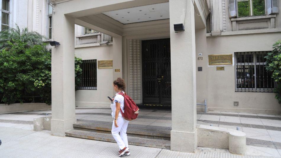 El hombre falleció en el Sanatorio Otamendi, tras recibir la sustancia.