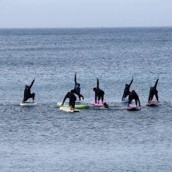 Los amantes del surf se pusieron a la orden del día en las playas griegas.