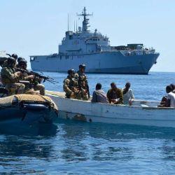 """Según detalla el informe, el golfo de Guinea se destaca por su peligrosidad ya que durante los hechos de piratería registrados """"más del 80 % de los atacantes estaban armados""""."""