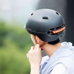 El Livall C20 es un casco para entornos urbanos que se caracteriza por un par de curiosos detalles.