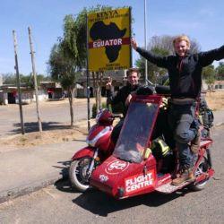 Matt y Reece se valieron de una pequeña Honda SH300i, a la que le incorporaron un sidecar hecho a medida.
