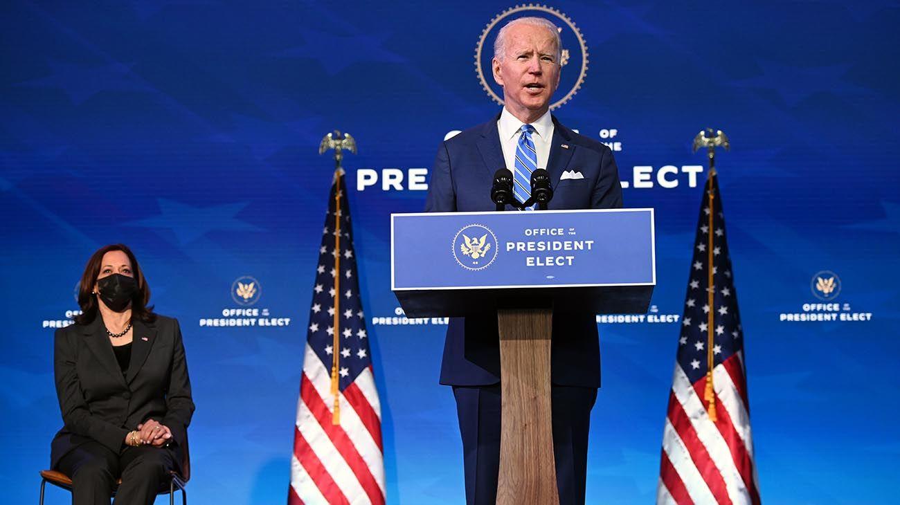 El presidente electo de EE. UU., Joe Biden, pronuncia comentarios sobre la salud pública y las crisis económicas en el teatro The Queen en Wilmington