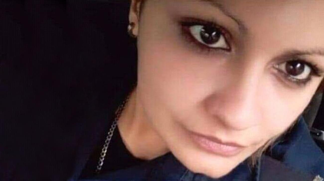 la policia atacada, que lucha por su vida en el hospital de Alta Complejidad del Cruce Varela.