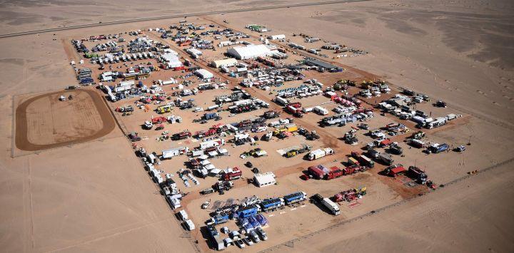 Vista aérea de un vivac durante la etapa 9 del Rally Dakar 2021 alrededor de Neom en Arabia Saudita.