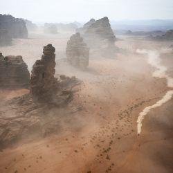 Los competidores viajan durante la etapa 10 del Rally Dakar 2021 entre Neom y Alula en Arabia Saudita. | Foto:Franck Fife / AFP