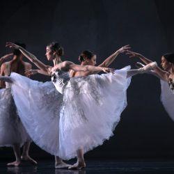 España, Sevilla: bailarines de ballet participan en un ensayo general de la  | Foto:María José López / EUROPA PRESS / DPA