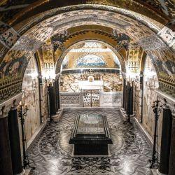 La fotografía muestra la cripta con la tumba del científico francés Louis Pasteur en el museo Pasteur, ubicado en el Institut Pasteur de París. - Pasteur vivió en el Institut Pasteur los 7 últimos años de su vida, de 1888 a 1895. | Foto:Stephane De Sakutin / AFP