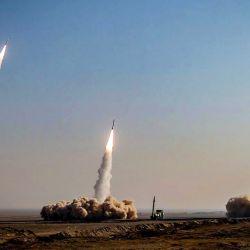 Esta fotografía muestra un lanzamiento de misiles durante un simulacro militar en un lugar desconocido en el centro de Irán. | Foto:HO / SEPAH NEWS / AFP
