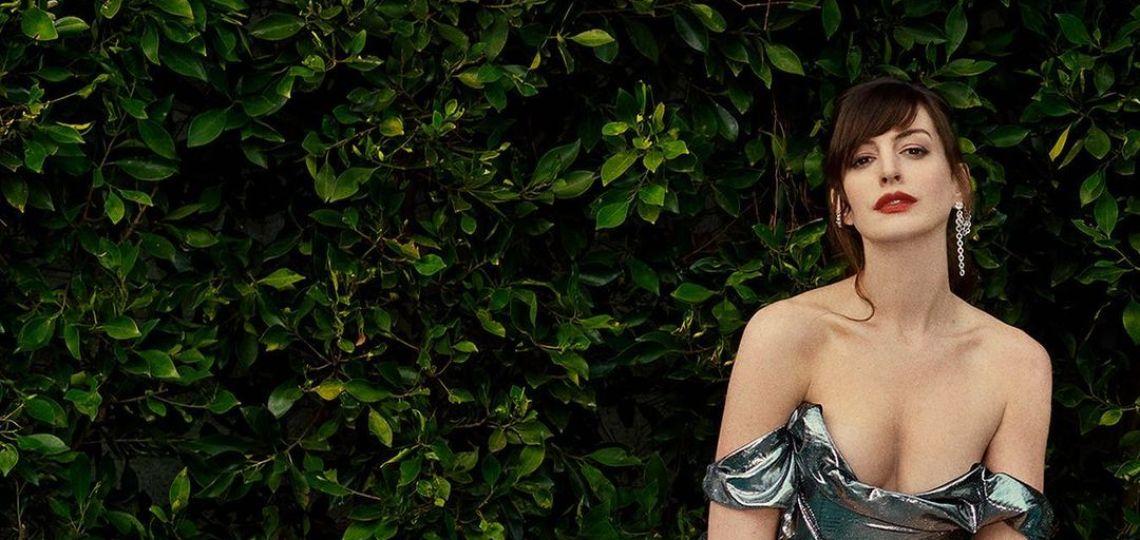 Los jeans bota campana al estilo Anne Hathaway que querés copiar