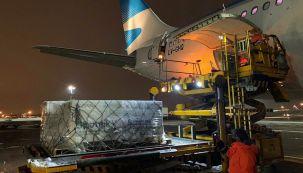 Regresa el vuelo de Aerolíneas Argentinas con la dosis complementaria de la Sputnik V.