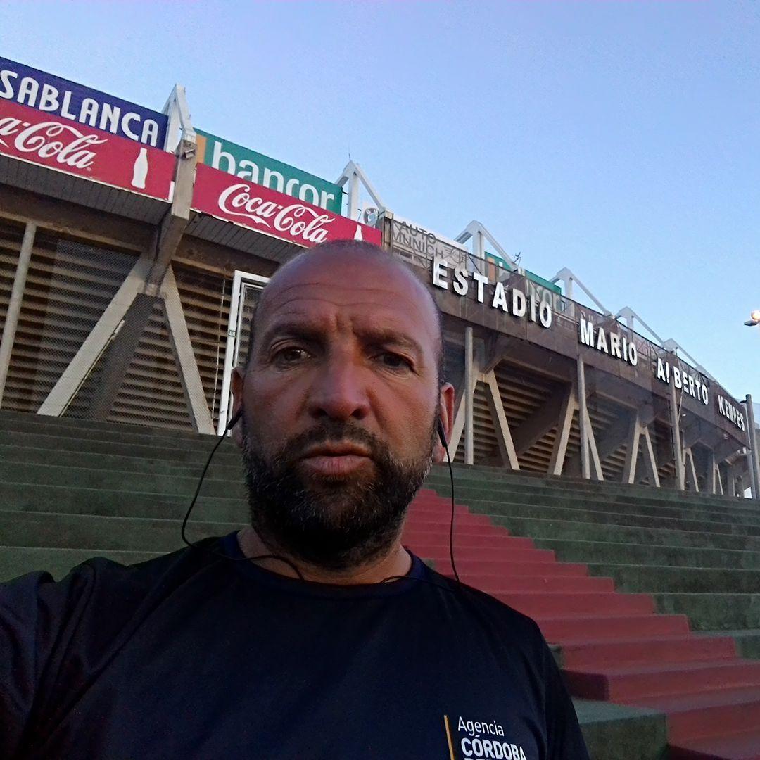 Las vueltas del fútbol. Claudio Rivadero jugó el primer partido de la Copa Sudamericana en 2002 y hoy trabaja en el Estadio Kempes, donde se jugará la final de la 19ª edición del torneo continental de clubes.