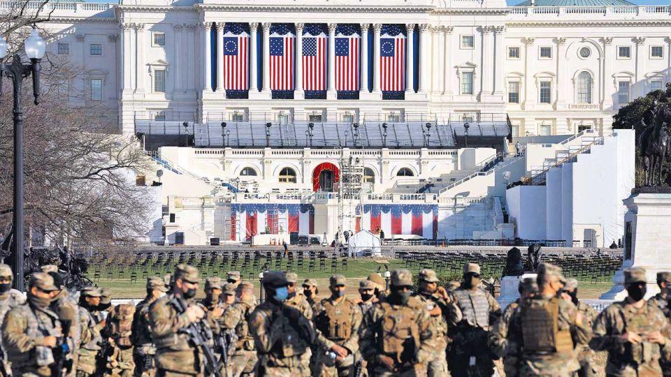 Capitolio militarizado. Efectivos custodian el lugar donde Biden asumirá y pronunciará su primer discurso como presidente. Brindarán un apoyo logístico a la policía.
