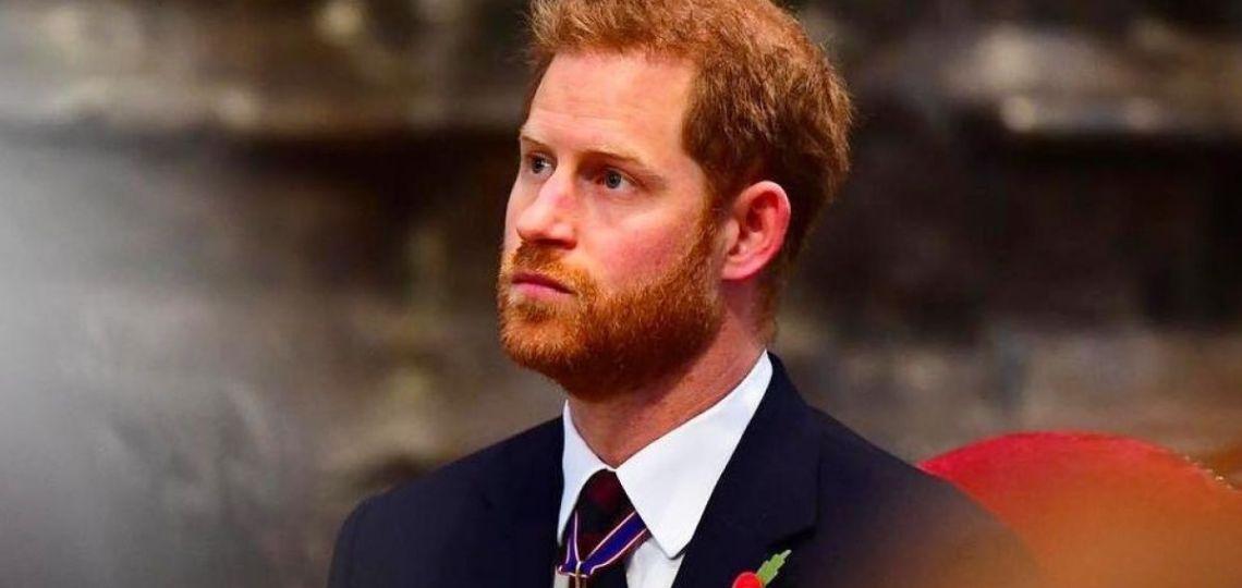 El príncipe Harry apareció con un radical cambio de look
