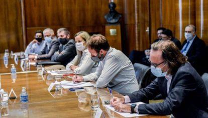SEGUIMIENTO. El ministro de Finanzas de Córdoba, Osvaldo Giordano, en la mesa de Unidad de Apoyo de Sostenibilidad de la Deuda de las provincias que tiene Nación.