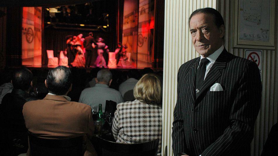 Juan Carlos Copes y de fondo un escenario, su legado al tango.