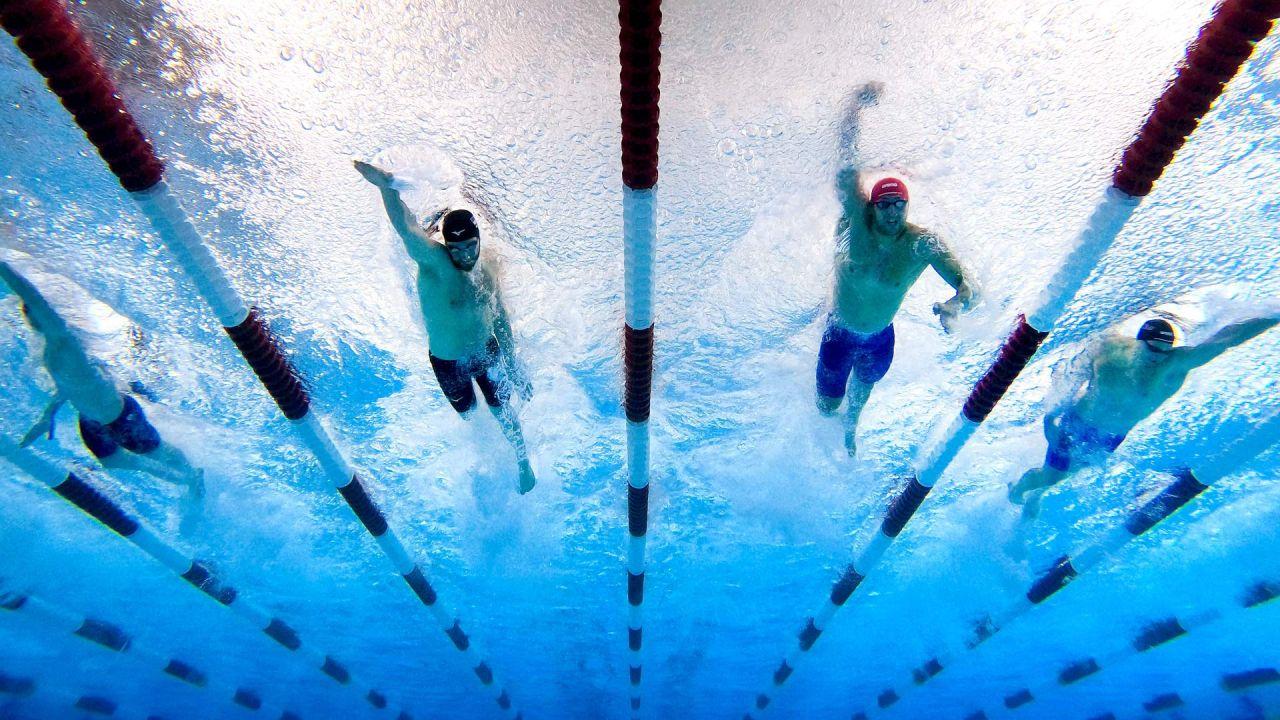 Tate Jackson, Zach Apple, Ryan Held y Dean Farris compiten en la final masculina de 100 metros estilo libre en el cuarto día de la TYR Pro Swim Series en San Antonio, Texas.   Foto:Tom Pennington / Getty Images / AFP