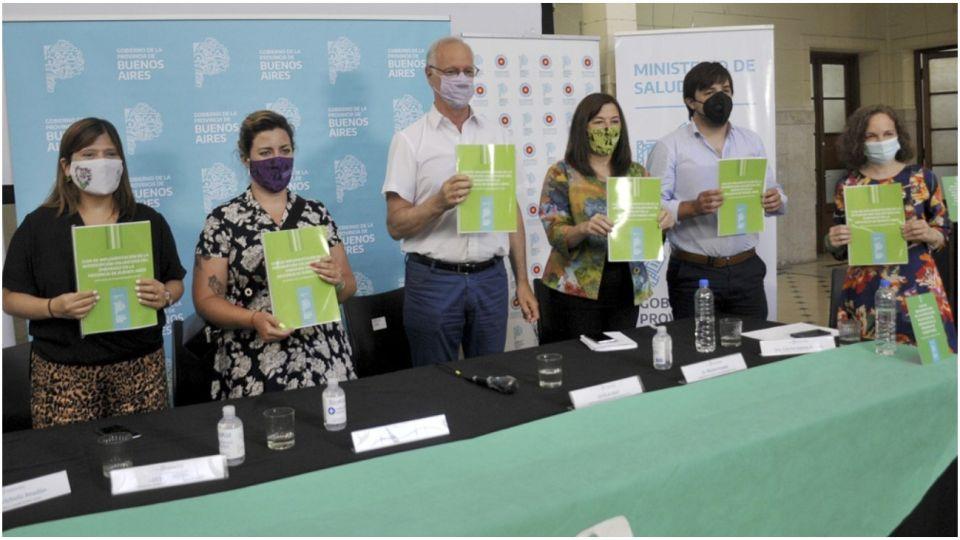 El ministro de Salud Daniel Gollan encabezó la presentación de la guía.