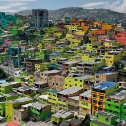 Vista aérea del barrio Ciudad Bolívar de Bogotá, que se encuentra bajo estricto cierre hasta el 28 de enero como medida para frenar la propagación del nuevo coronavirus COVID-19 luego de que la capital experimentara un fuerte aumento de infecciones. | Foto:Raúl Arboleda / AFP