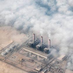 Esta fotografía muestra una vista aérea de una fábrica en las afueras del sur de la capital de Egipto, El Cairo. | Foto:Khaled Desouki / AFP